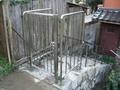 ステンレス門扉付の侵入防止外柵と階段手すり