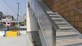 テナントビルのアクリルパネル入のステンレス階段手摺