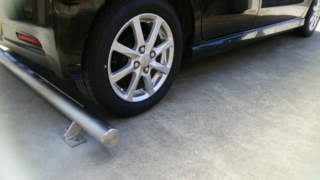 ガレージにお取付頂いたハイグレードなステンレス駐車ブロック