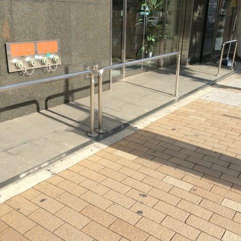 神戸三宮の 駐輪禁止用ガードパイプ