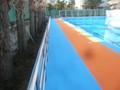 中学校プールのステンレス製タオル掛け兼手摺フェンス